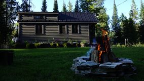 Z siatka malutkiego domu w górach fotografia royalty free