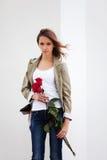 Z smutna młoda kobieta róże Obraz Royalty Free
