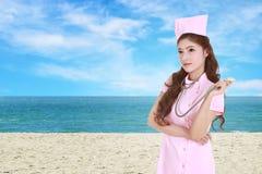 Z stetoskopem żeńska pielęgniarka Obraz Stock