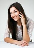Z telefon komórkowy piękna dziewczyna Obrazy Stock