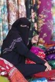 Z tradycyjną odzieżą muzułmańska kobieta Zdjęcia Stock