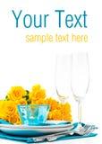 Z żółtymi różami stołowy położenie, przygotowywał szablon Fotografia Royalty Free