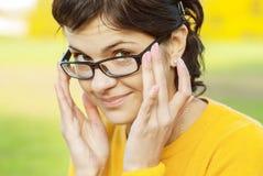 z włosami dziewczyn ciemni szkła Zdjęcia Royalty Free