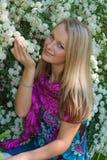 z włosami ogrodowa jarmark dziewczyna siedzi Obrazy Royalty Free