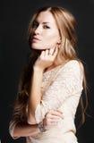 Z wieczór makijażem piękna kobieta. Zdjęcie Stock