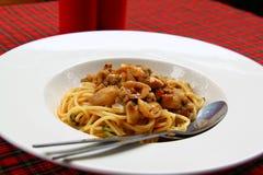 Z wieprzowin pieczarkami świeży spaghetti Fotografia Royalty Free