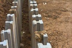 Z wierzchu ampuły zakopujący beton. zdjęcia royalty free