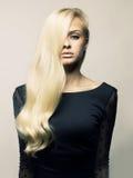 Z wspaniałym włosy piękna dama Zdjęcia Royalty Free