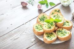 Z ziele czosnku chleb fotografia stock