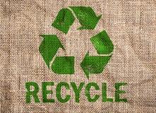 Z zielenią stara kanwa przetwarza znaka. ilustracji