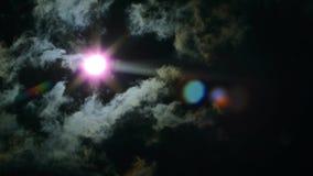 Zaćmienie słońce w niebie Zaćmienie przez chmury zbiory wideo