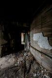 Załamujący się korytarz Zaniechany szpital & Karmiący dom - zdjęcia stock