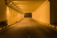 Zaświeca przy końcówką ruchu drogowego tunel w Hanoi, Wietnam Zdjęcia Royalty Free