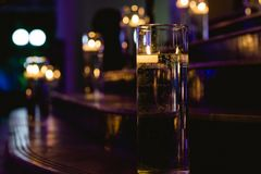 Zaświecająca drabina z świeczkami fotografia royalty free