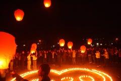 Zaświecający lampiony ono modlić się Fotografia Stock