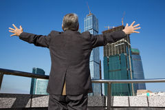 za budynku ręki mężczyzna seniorem senior Fotografia Stock