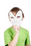 za chłopiec twarz chuje jego małą maskę Zdjęcie Stock