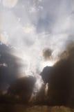 za chmur promieni słońcem Zdjęcie Stock