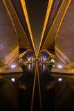 Zaświeca i ocienia pod esplanada mostem, Singapur Zdjęcia Royalty Free