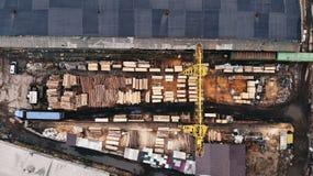 Zaagmolen met kraan hoogste mening Lucht Foto stock foto's
