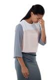 Zaakcentowana bizneswoman pozycja z jej kierowniczym puszkiem Obraz Royalty Free