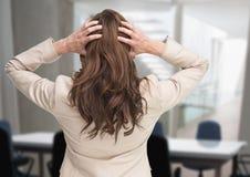 Zaakcentowana kobieta w biurowym pokoju konferencyjnym Fotografia Stock