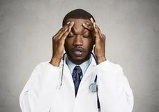 Zaakcentowana lekarka, opieka zdrowotna profesjonalista Obrazy Royalty Free