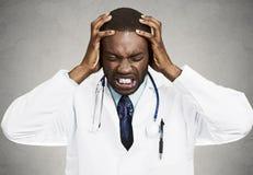 Zaakcentowana lekarka, opieka zdrowotna profesjonalista Fotografia Royalty Free