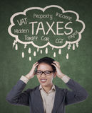Zaakcentowany bizneswoman dla płacić ona podatki Obrazy Royalty Free