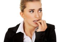 Zaakcentowany bizneswoman gryźć ona gwoździe Obrazy Stock