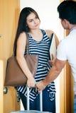 Zaakcentowany mąż próbuje zatrzymywać dziewczyny Obraz Royalty Free
