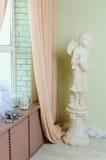 Zaal binnenland met wit standbeeld Stock Foto's
