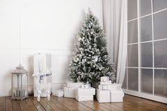 Zaal binnenlandse Kerstmis Stock Fotografie