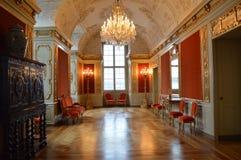 Zaal in een paleis stock afbeeldingen