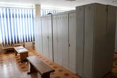 Zaal, kleedkamer voor arbeiders met individuele kasten voor veranderende kleren in een bedrijf royalty-vrije stock foto