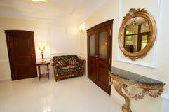 Zaal met een spiegel Stock Afbeeldingen