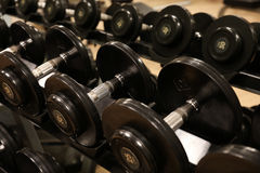 Zaal met gymnastiekmateriaal in de de sportclub, gymnastiek van de sportclub, de Gezondheid en recreatieruimte Stock Foto