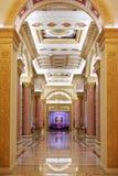 Zaal met kolommen in klassieke stijl Royalty-vrije Stock Foto's