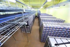 Zaal met vele kabels en vele batterijen Royalty-vrije Stock Afbeeldingen