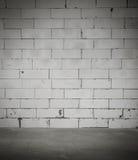Zaal met witte bakstenen muur Royalty-vrije Stock Foto's
