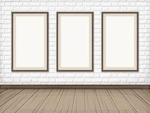 Zaal met Witte bakstenen muur, houten vloer en lege kaders Vector eps-10 Royalty-vrije Stock Afbeelding
