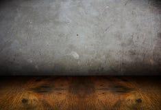 Zaal perspectief, cementmuur en houten grond, grunge Stock Foto