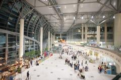 Zaal van de Internationale Luchthaven van Domodedovo in Moskou met Passenge royalty-vrije stock afbeelding