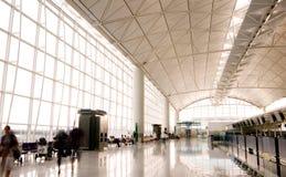 Zaal van de Internationale Luchthaven van Hongkong stock afbeeldingen
