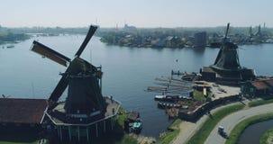 Zaandam Zaanse Schans, vue aérienne des moulins à vent un des attractions touristiques de les plus populaires aux Pays-Bas, Holla banque de vidéos