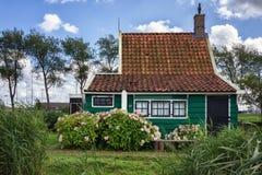 Zaanse的Schans典型小绿色Zaans房子 图库摄影