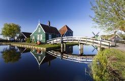 Zaanse Schans历史的风车和房子在阿姆斯特丹, Ne 免版税库存照片