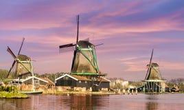 Zaanse Schans历史的风车在阿姆斯特丹,荷兰 库存图片