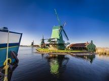 Zaanse Schans历史的风车在阿姆斯特丹,荷兰 免版税图库摄影
