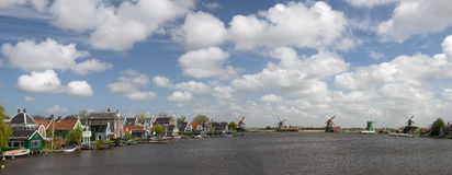 Zaanse Schans, канал Голландии стоковые фотографии rf